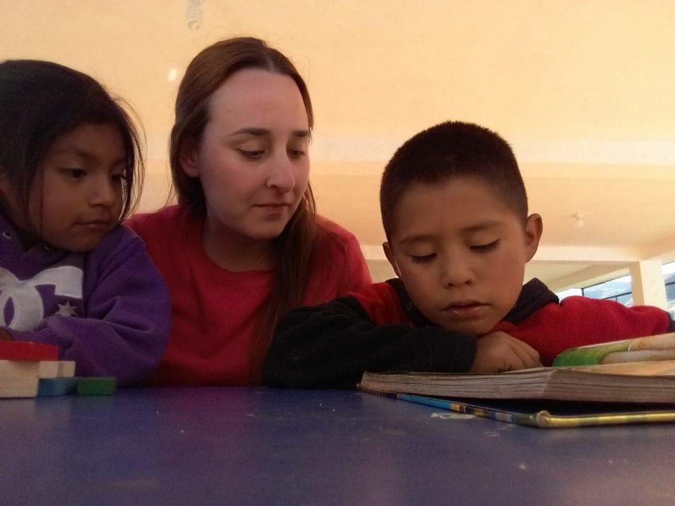 voluntariado-internacional-en-peru-en-orfanato-en-comunidad-rural-con-niños