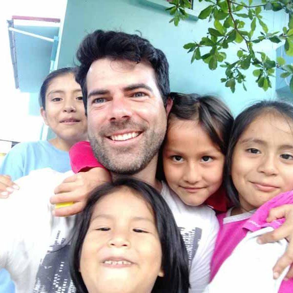 ong-voluntariado-internacional-en-peru-con-niños-huerfanos-sudamerica